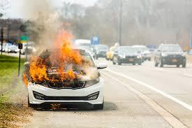 झापामा उपमेयर मीना उप्रेती पोखरेल सवार गाडीमा पेट्रोल छर्की आगजनीको  प्रयास